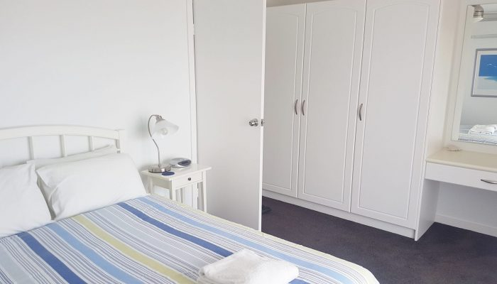 Neptune Port Elliot Encounter Holiday Rentals Queen room with plenty of hanging space